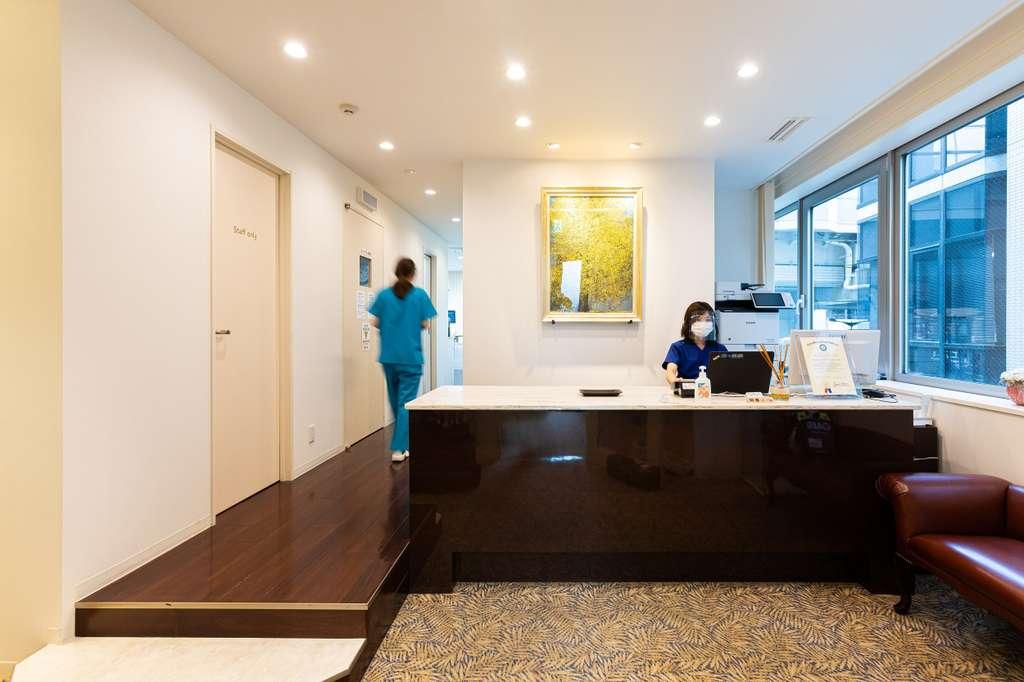 天然の歯を残す最後の砦の治療である根管治療(歯の神経の治療)の認定医(PESCJ)の院長と、インプラント治療などの外科治療が専門の副院長の2名の歯科医師がいる医院です